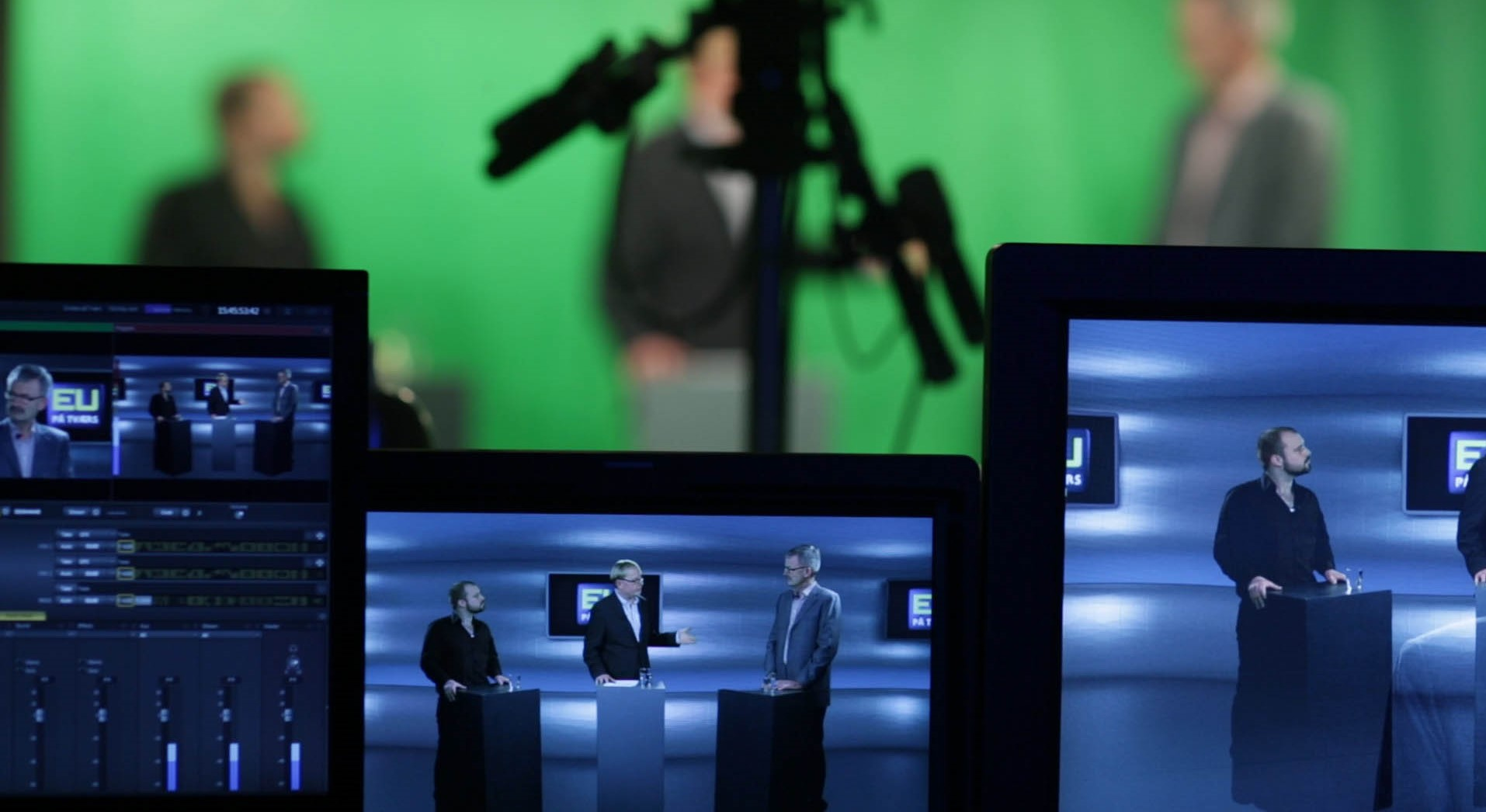 Green screen live streaming photo by Wikimedia Commons header